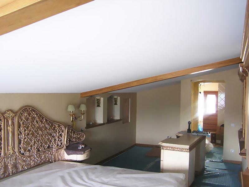 Матовый натяжной потолок (10)