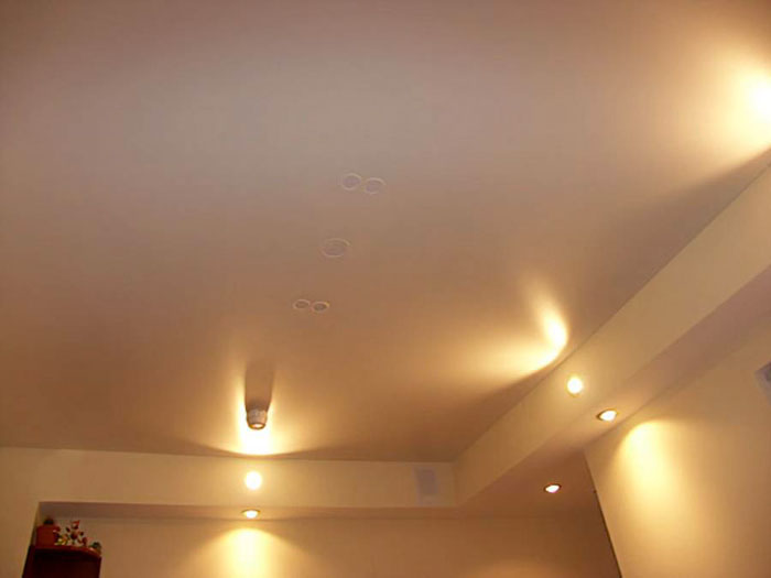 Матовый натяжной потолок (4)