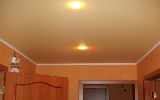 У матового натяжного потолка нет рассеянного освещения