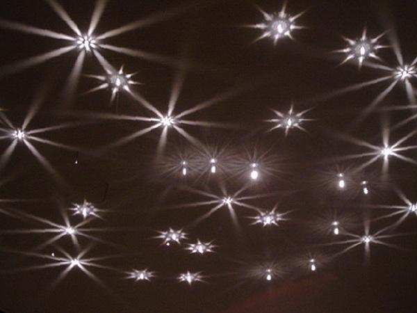 Грамотное расположение светильников на потолке