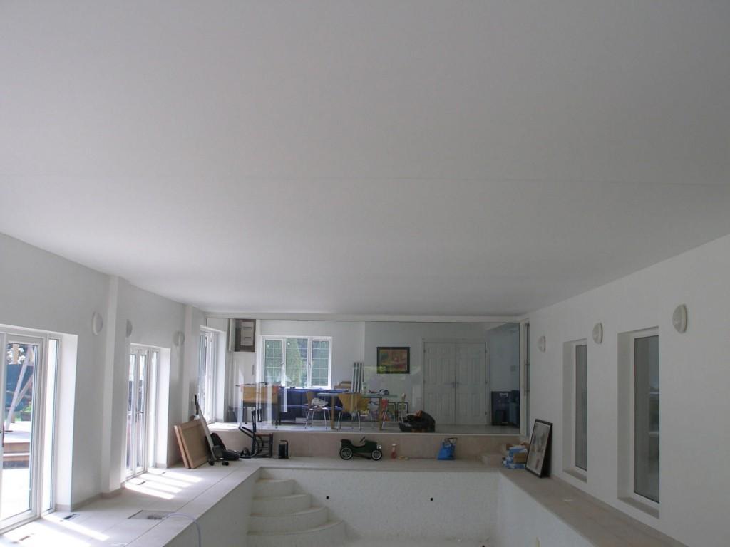 Матовый натяжной потолок (11)