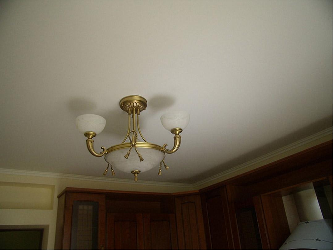 Матовый натяжной потолок (12)