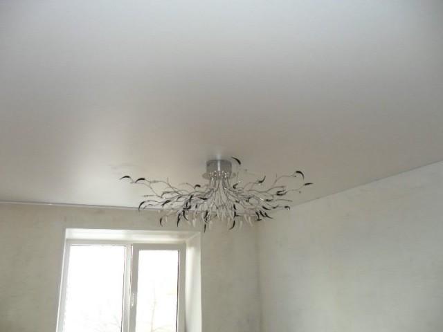 Матовый натяжной потолок (6)