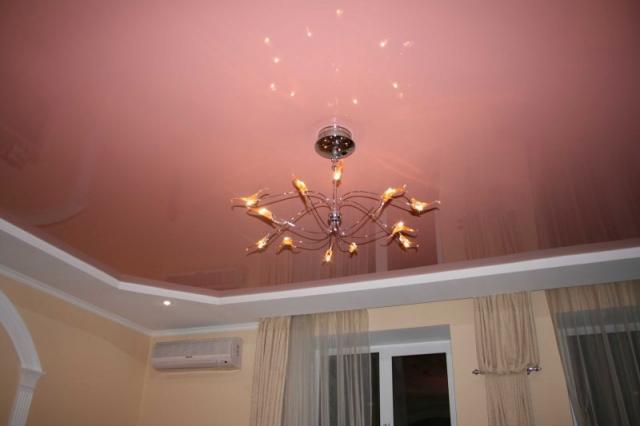 Двухуровневые натяжные потолки в зал с большим количеством углов