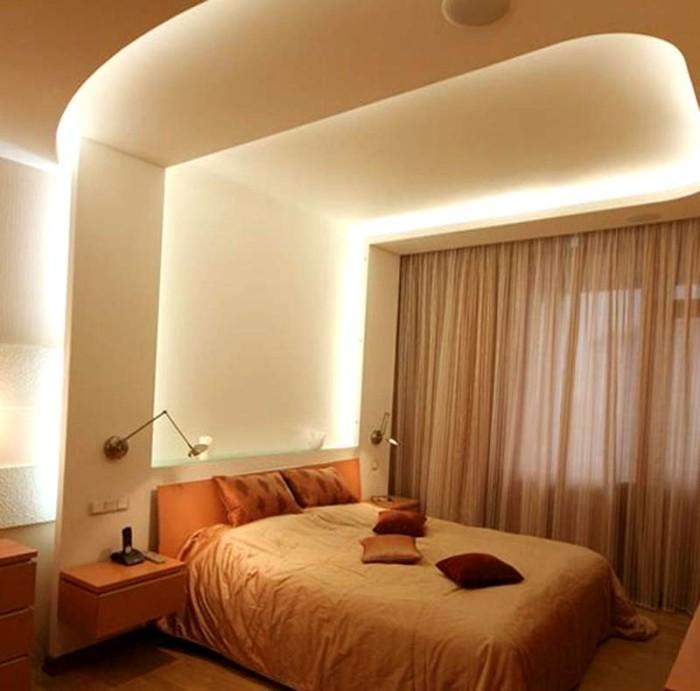 Белый матовый натяжной потолок с подсветкой