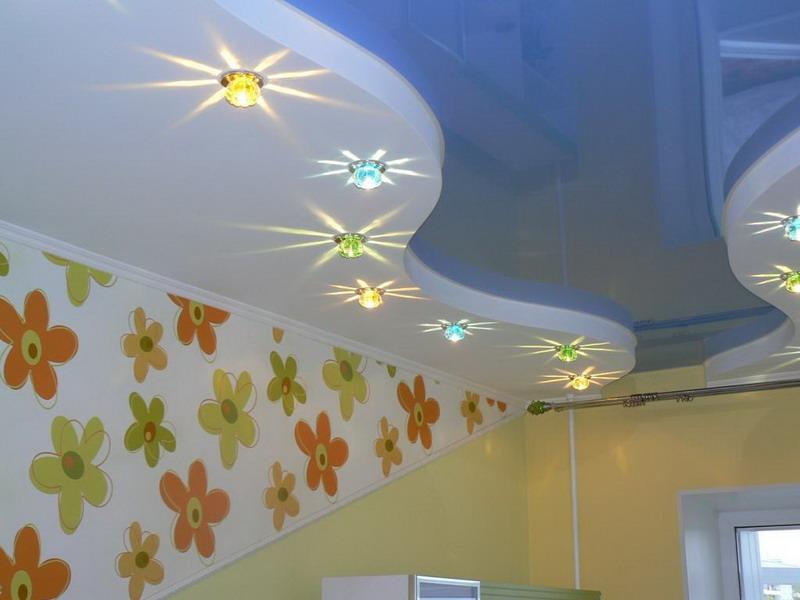 Тканевые двухуровневые двухцветные натяжные потолки в детскую