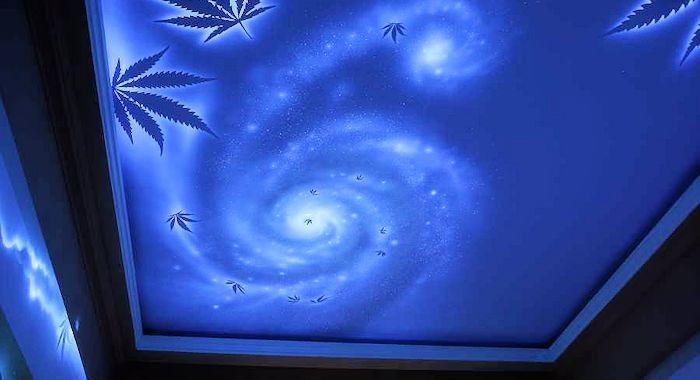 Натяжной потолок звездное небо при помощи нанесения люминесцентной краски