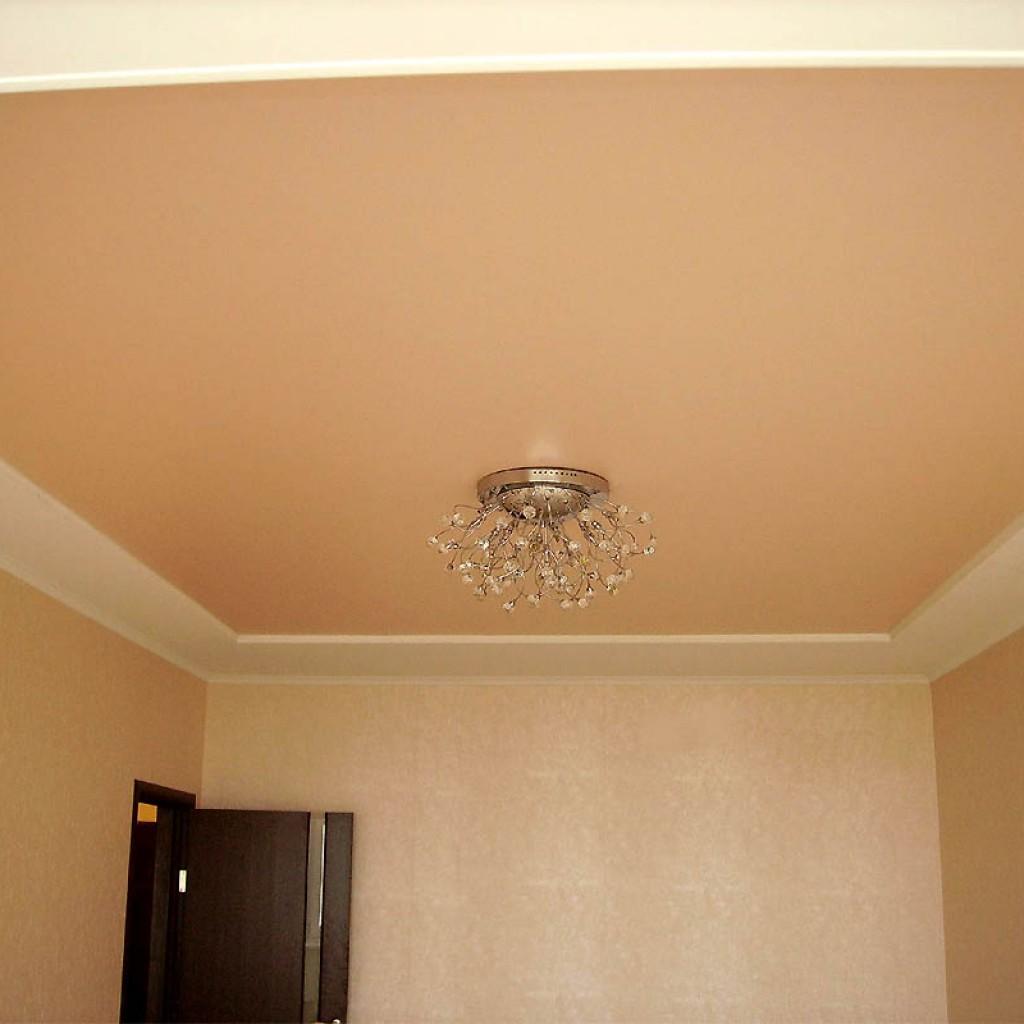 Матовый потолок имеет идеально ровную поверхность